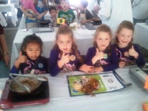 Girls thumbs up at Platt My Plate